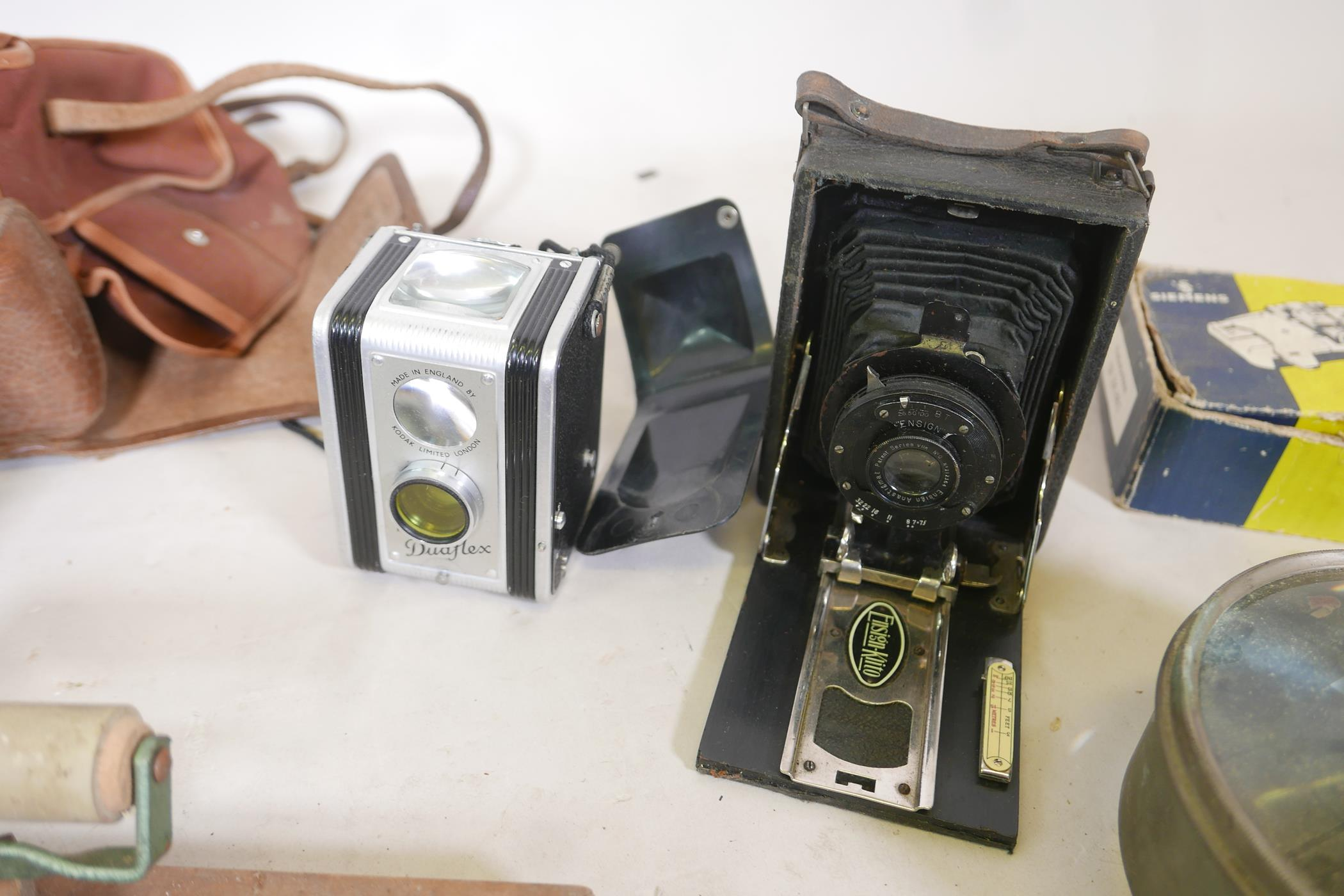 A quantity of antique photography equipment, Engsign Klito, Kodak Duaflex, No2 Hawkeye Model B, - Image 2 of 12