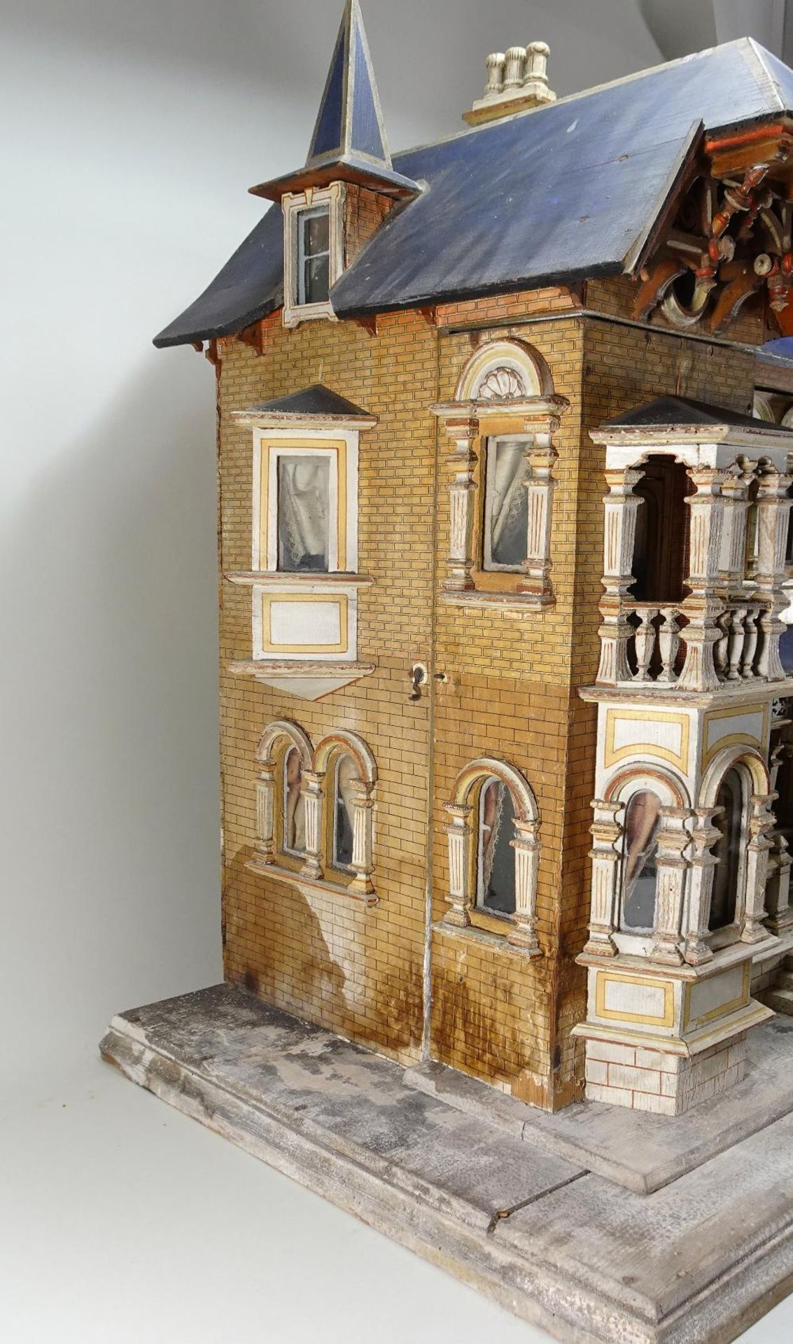 A large and impressive Moritz Gottschalk blue roof dolls house model: 2556/2 in original condition, - Image 5 of 13