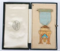 An 18ct masonic medal, the bar engraved 'Parthenon'