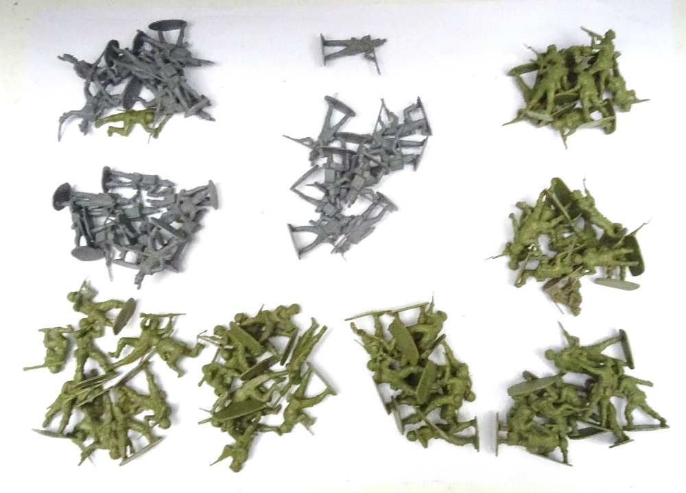 Airfix 1/32 unpainted plastic toy soldiers - Image 5 of 6