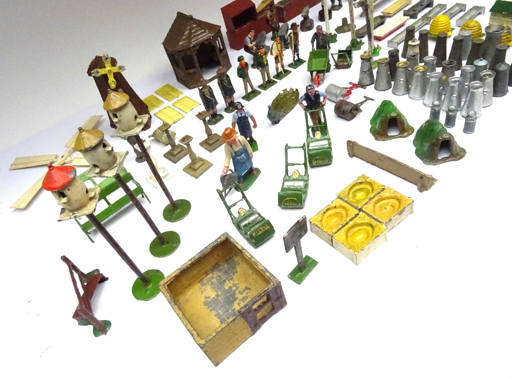 Britains and other Garden Items - Image 3 of 4