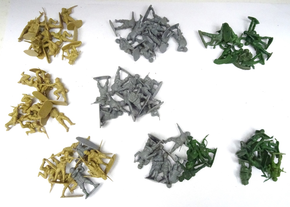 Airfix 1/32 unpainted plastic toy soldiers - Image 4 of 6