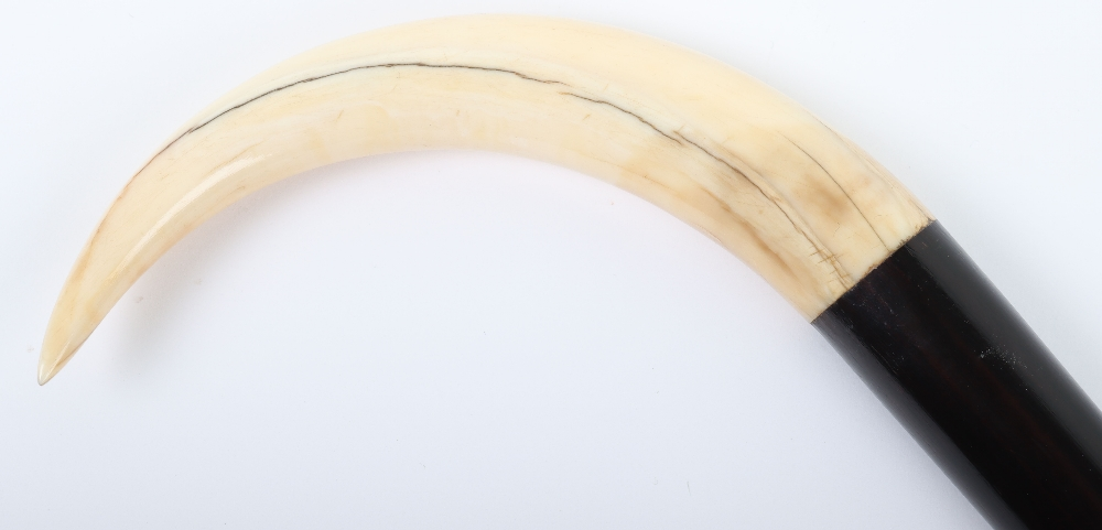 >An 18th century ivory crook walking stick - Image 5 of 9