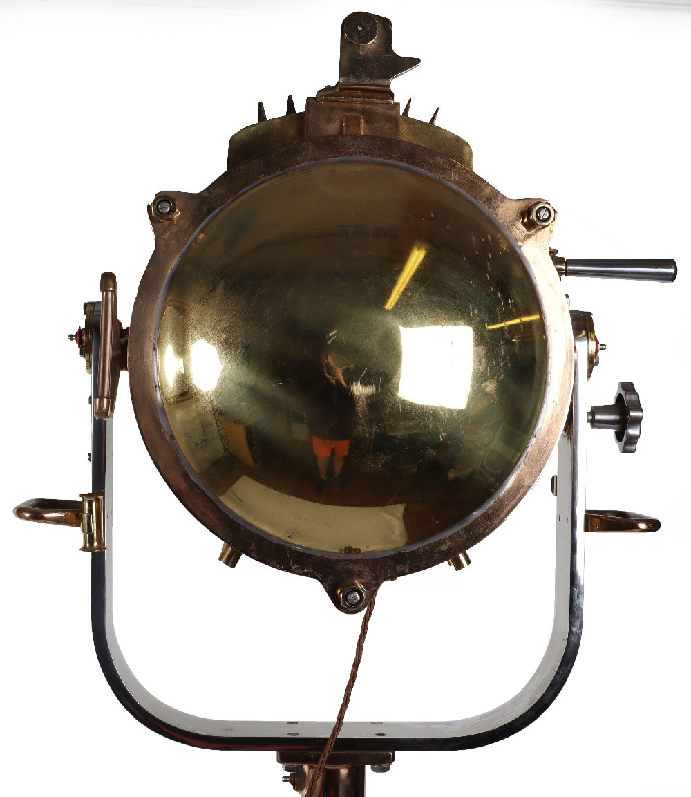 A superb and large pair of mid 20th century brass and metal naval signalling lamps on stands - Image 13 of 26