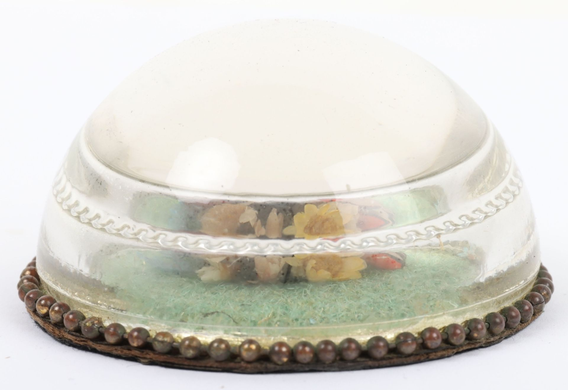 A charming rock crystal paperweight with nesting birds within - Image 3 of 4