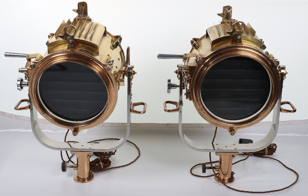 A superb and large pair of mid 20th century brass and metal naval signalling lamps on stands - Image 25 of 26