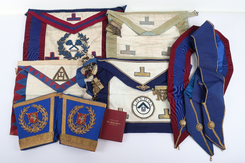 A leather suitcase of Masonic regalia - Image 5 of 7