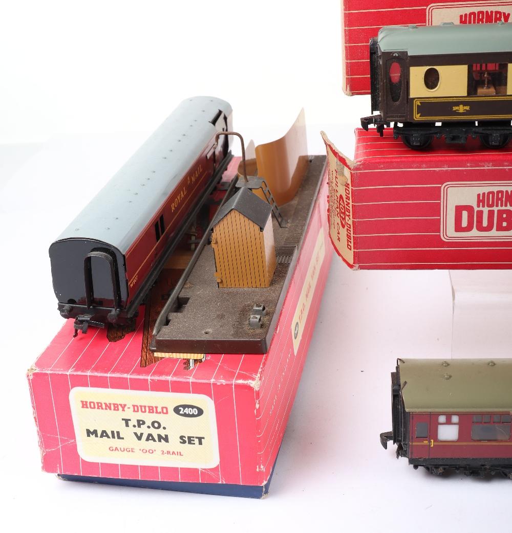 Eight Hornby Dublo 00 Gauge 2-Rail Boxed Super Detail Coaches - Image 4 of 4