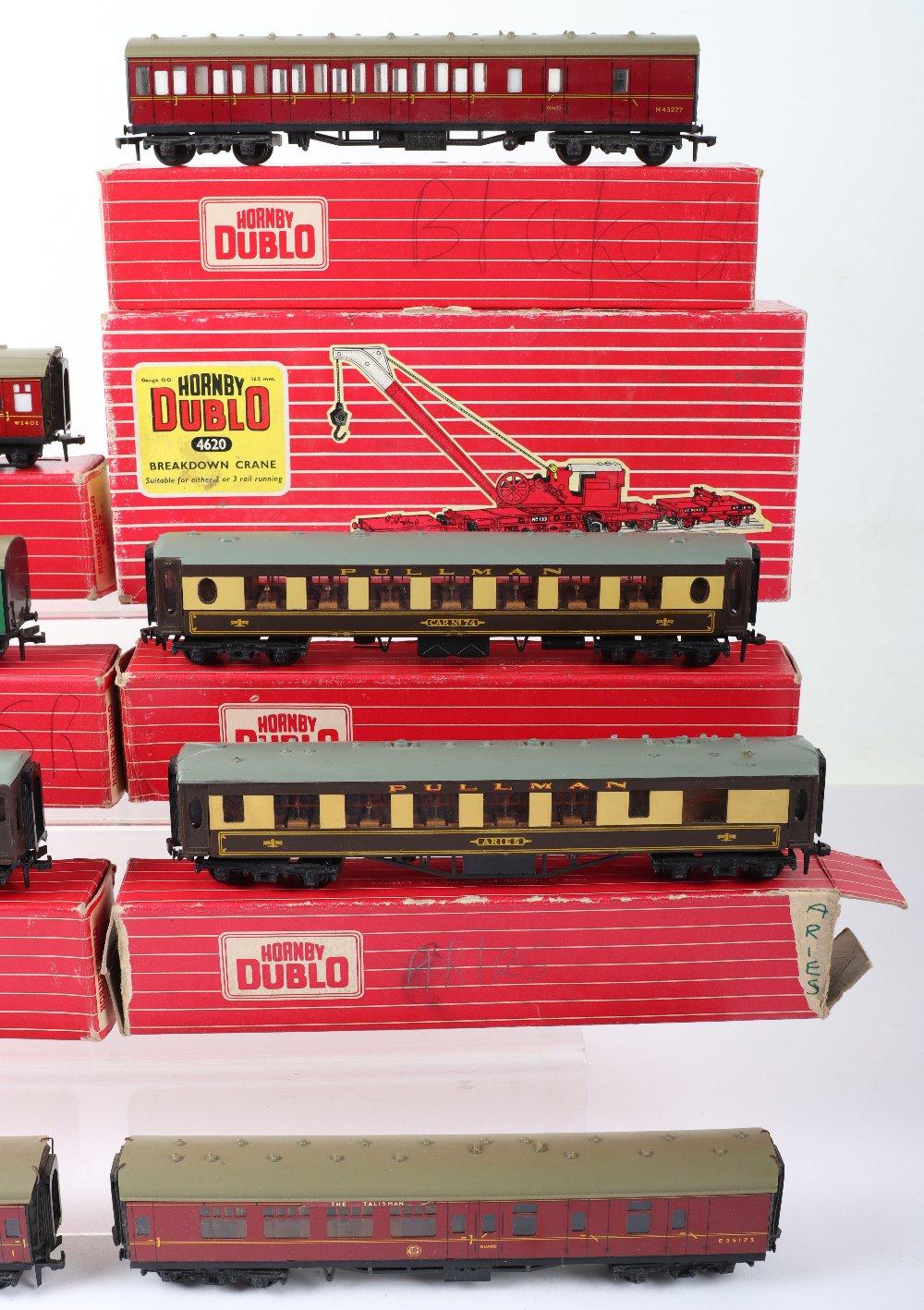 Eight Hornby Dublo 00 Gauge 2-Rail Boxed Super Detail Coaches - Image 2 of 4