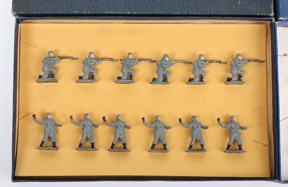Two Skybirds Figures Sets - Image 2 of 3