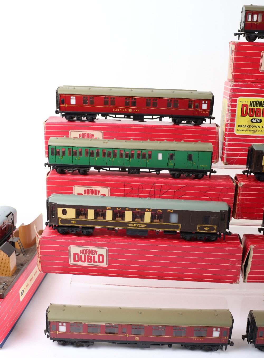 Eight Hornby Dublo 00 Gauge 2-Rail Boxed Super Detail Coaches - Image 3 of 4