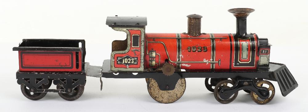 Hess 1023 tinplate friction driven U.S style floor train, German circa 1905 - Image 3 of 5