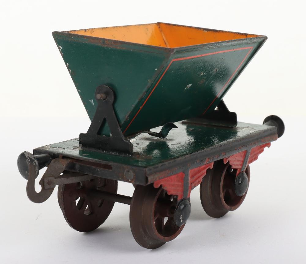 Rare Bing gauge I four-wheel Side-Tipping wagon, German circa 1904 - Image 2 of 4