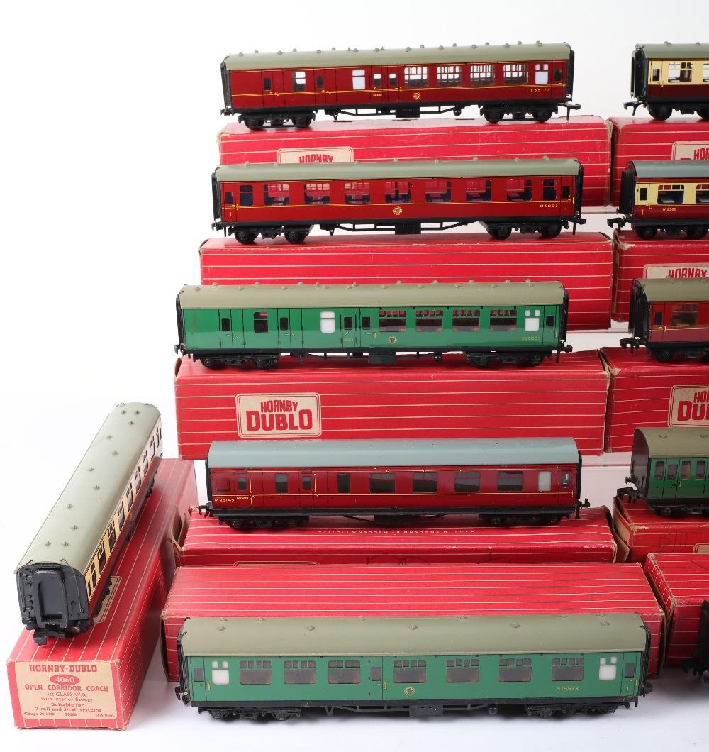 Eleven Hornby Dublo 00 Gauge 2-Rail Boxed Coaches - Image 2 of 3
