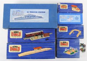 Hornby Dublo boxed track side buildings and accessories