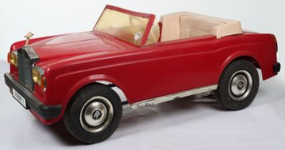 A Tri-ang moulded plastic Rolls Royce Sharma RRM 1 child's battery operated electric car, English 19