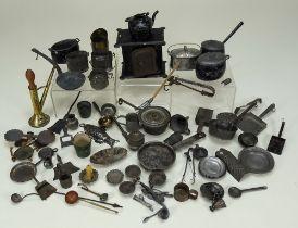 Collection of miniature dolls house kitchenalia,