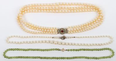 A single row cultured pearl necklace with diamond and 9ct (unmarked) clasp