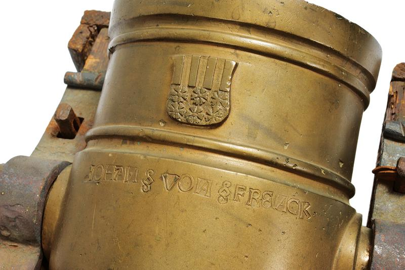 An important mortar with coat of arms - Image 7 of 8