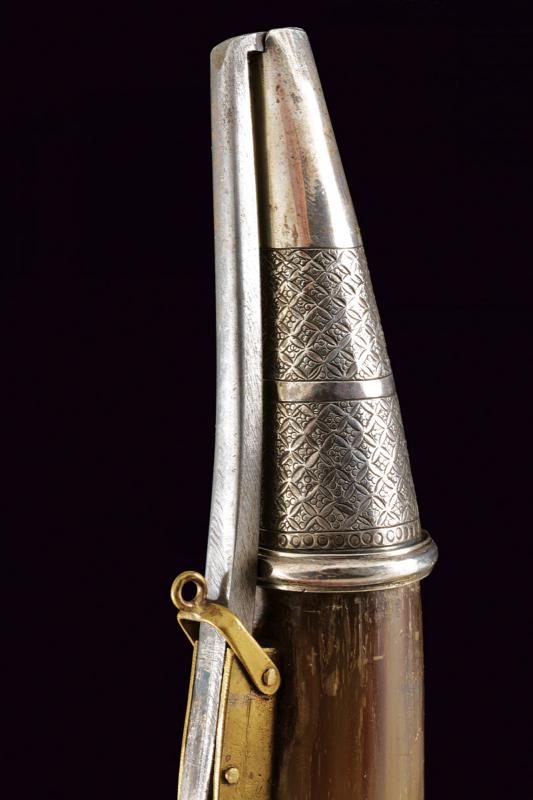 A cow-horn powder flask with silver mounts - Image 3 of 4