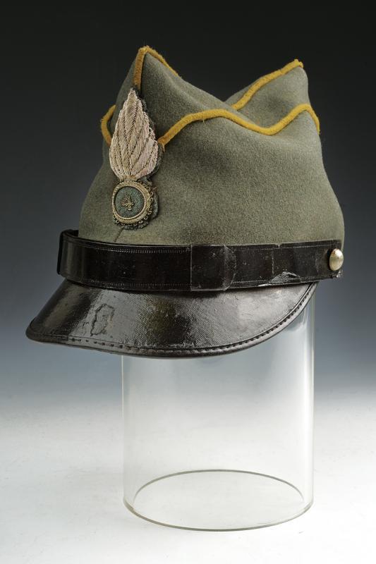 A 1908 model Genoa Cavarly officer's garrison cap