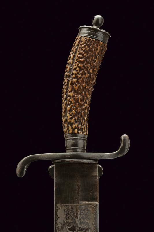 A hunting knife - Image 3 of 6
