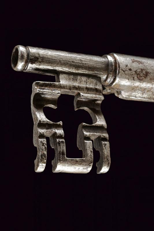 A big key with matchlock pistol - Image 2 of 4