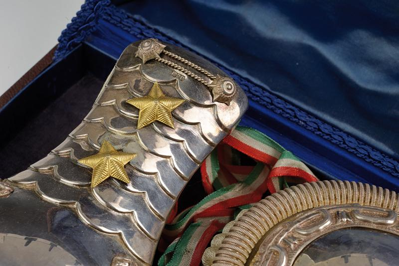 An interesting cased pair of silver epaulettes with case - Image 7 of 8