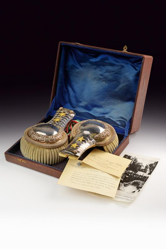 An interesting cased pair of silver epaulettes with case - Image 8 of 8