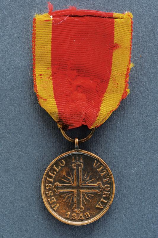 A 'Vessillo di Vittoria' bronze medal - Image 2 of 2