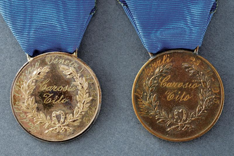 A set of two medals for military valour - Image 3 of 5