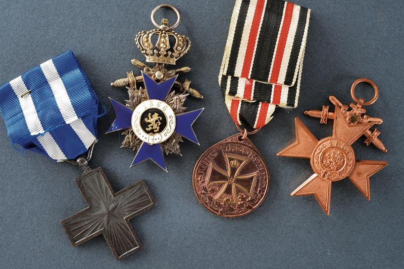 An interesting lot of orders and medals - Image 3 of 10