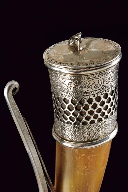 A cow-horn powder flask with silver mounts - Image 2 of 4