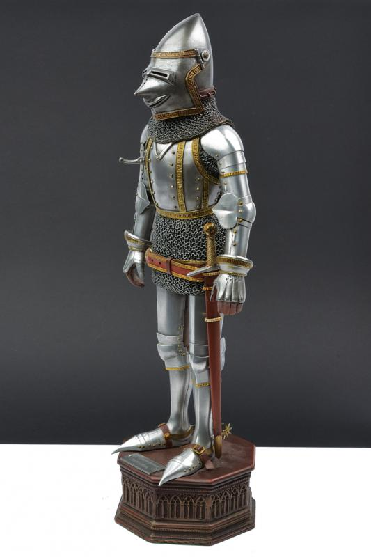 A very fine model of a knight in armour - Image 3 of 6