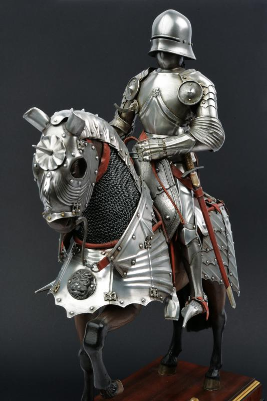 A beautiful English equestrian armour model - Image 8 of 9