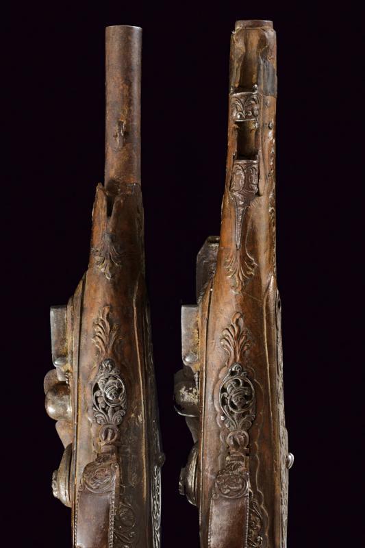 A pair of snaphaunce flintlock pistols - Image 9 of 10
