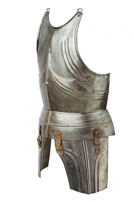 A breastplate and tassets in gothic style - Image 4 of 5