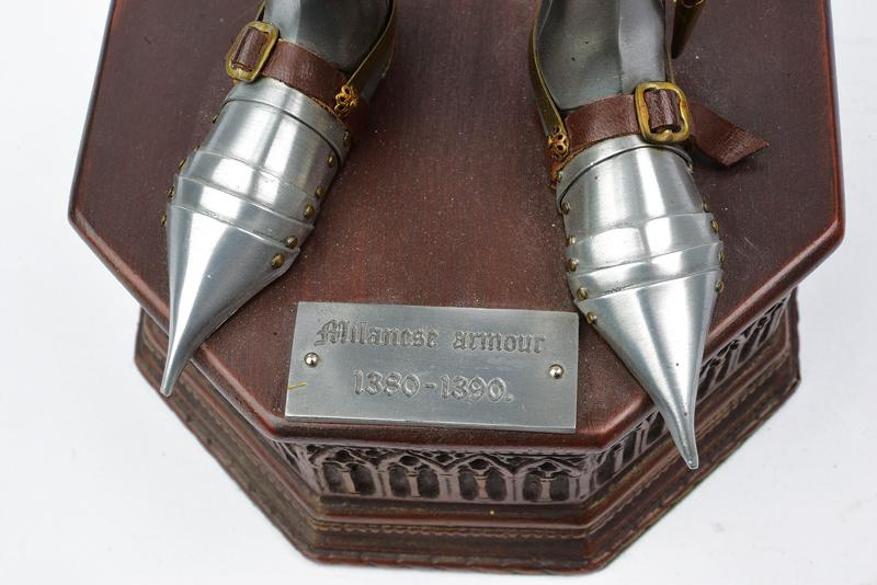 A very fine model of a knight in armour - Image 4 of 6