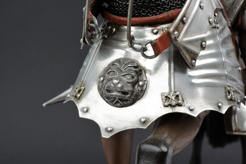 A beautiful English equestrian armour model - Image 5 of 9