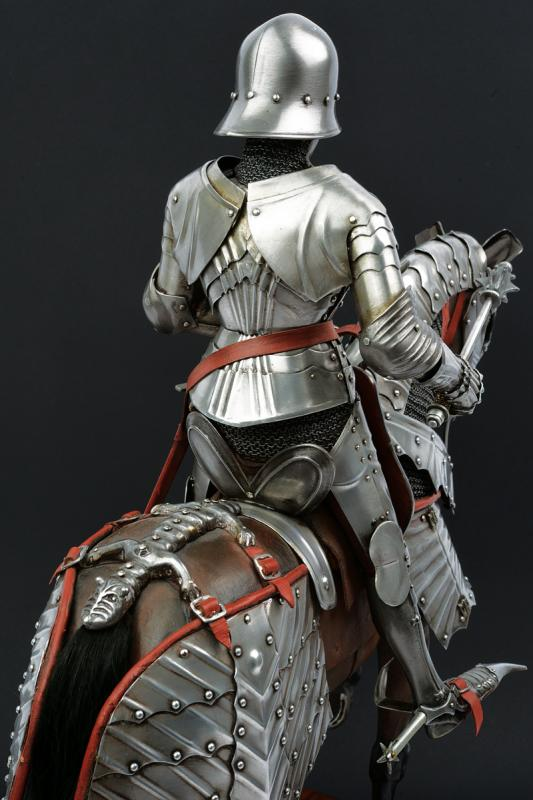 A beautiful English equestrian armour model - Image 3 of 9