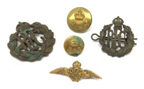 WW1 9ct gold Royal Flying Corps sweetheart bar brooch as a pair of pilot's wings L4cm; two RFC metal