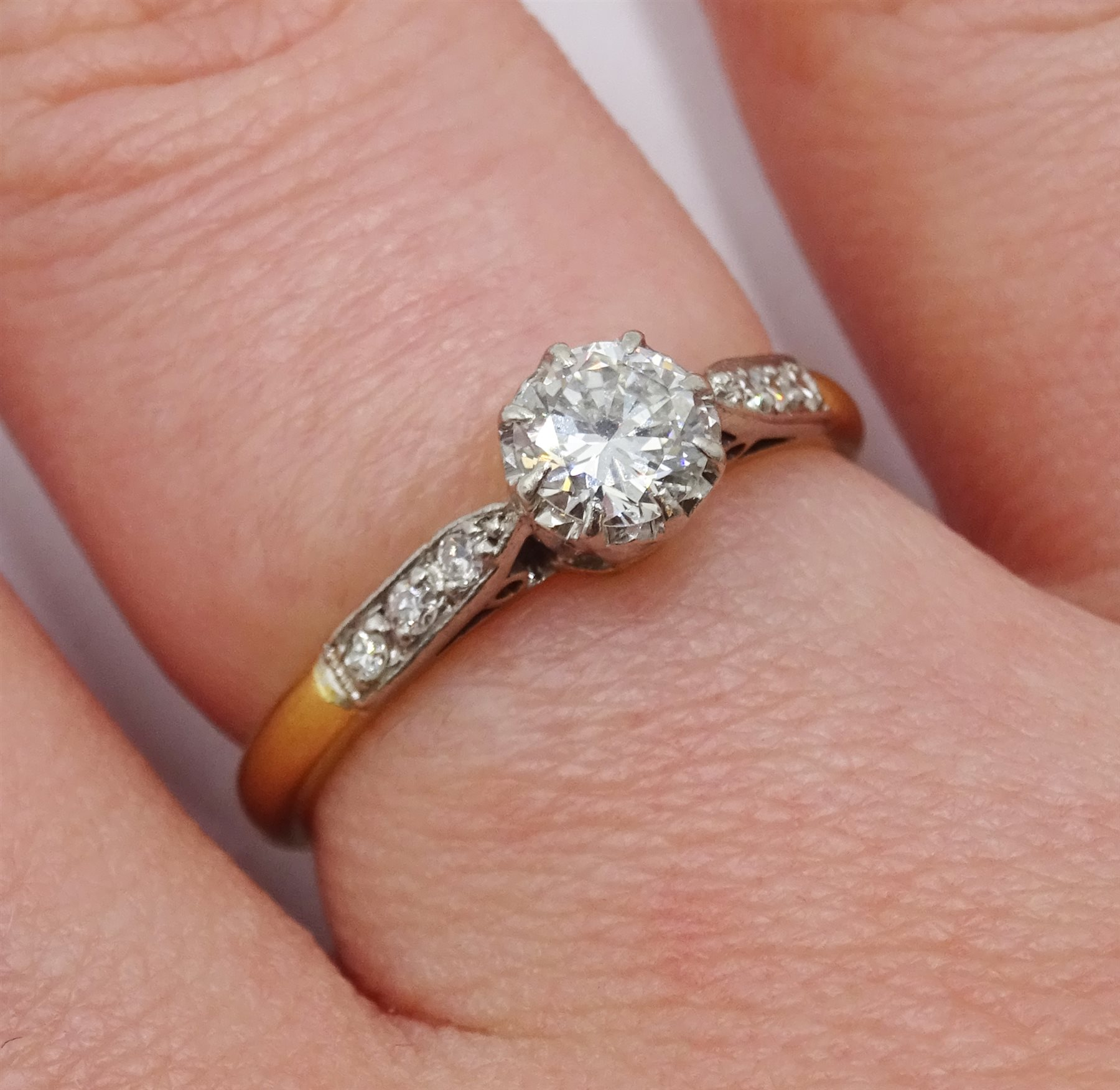 18ct gold single stone diamond ring, with diamond set shoulders, stamped 18 Plat, diamond approx 0.3 - Image 2 of 4