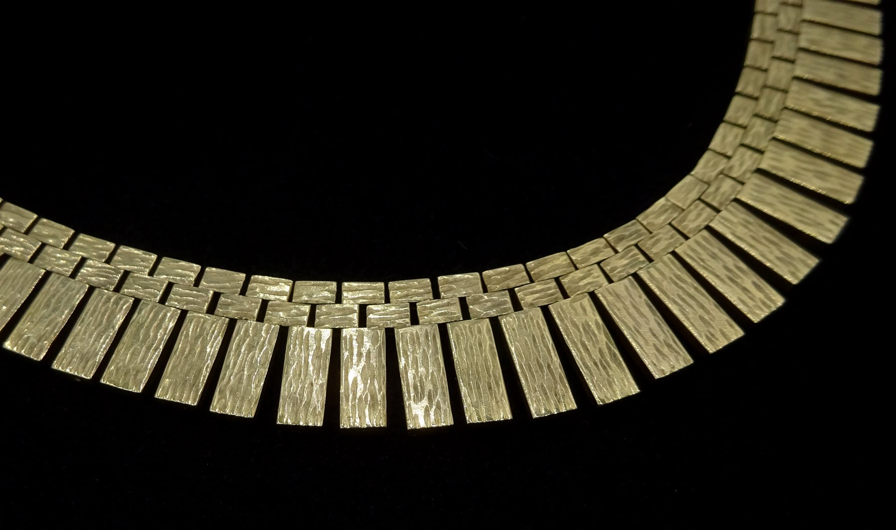 9ct gold fringe necklace, stamped 9 375, approx 66.8gm, retailed by Rusbridge Scarborough boxed - Image 2 of 3