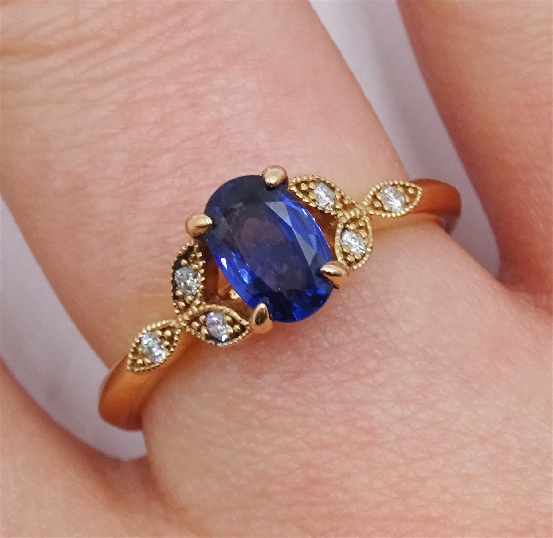 18ct gold oval sapphire ring, with diamond set shoulders, hallmarked, sapphire approx 0.80 carat - Image 2 of 5