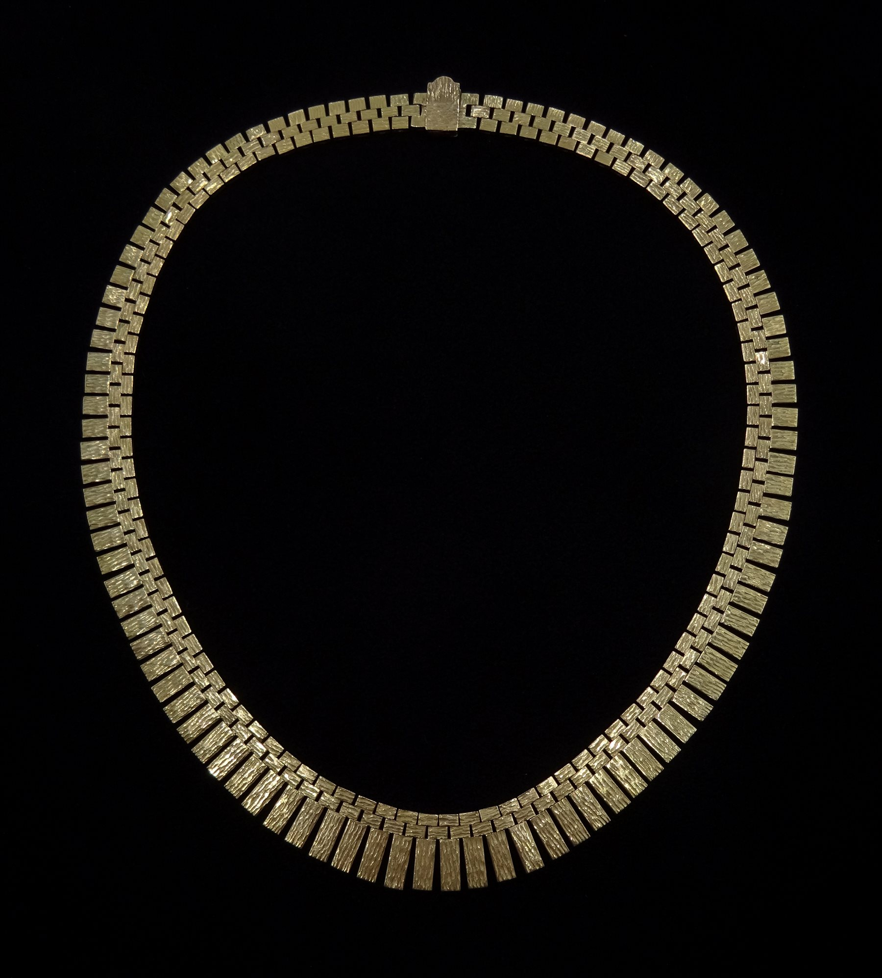 9ct gold fringe necklace, stamped 9 375, approx 66.8gm, retailed by Rusbridge Scarborough boxed