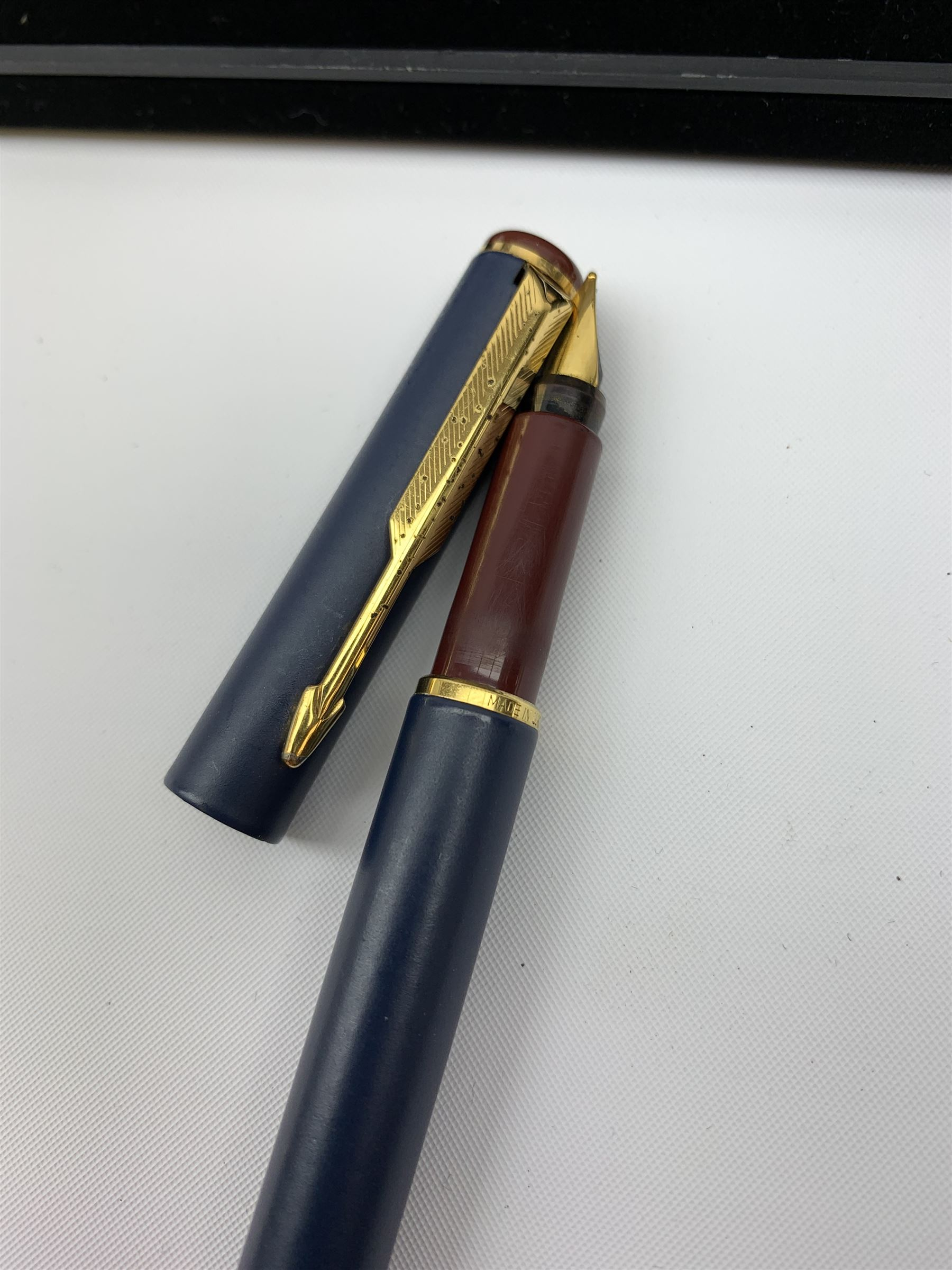 A group of pens - Image 6 of 6