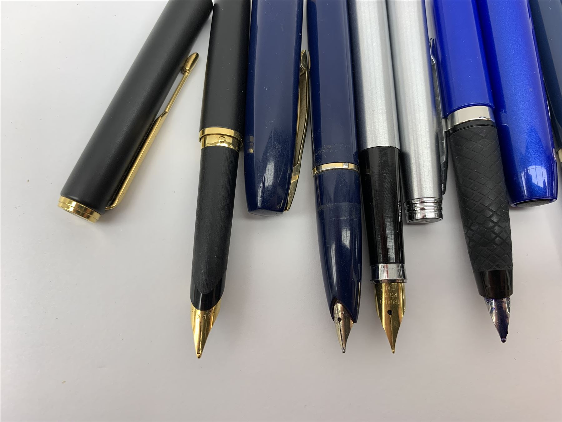 A group of fountain pens - Image 2 of 4