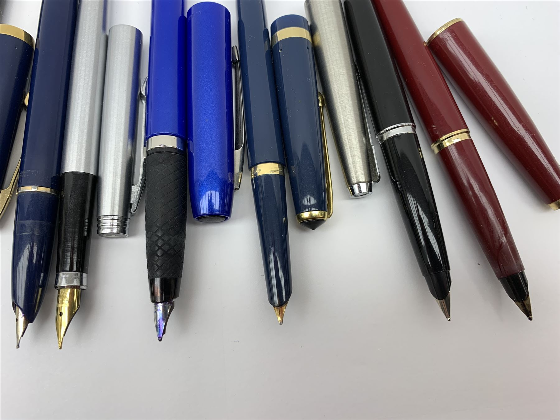 A group of fountain pens - Image 3 of 4