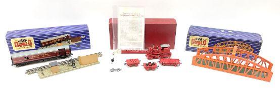 Hornby Dublo - Breakdown Crane No.4062 with screw jacks in plain red box with end label; D1 Girder B