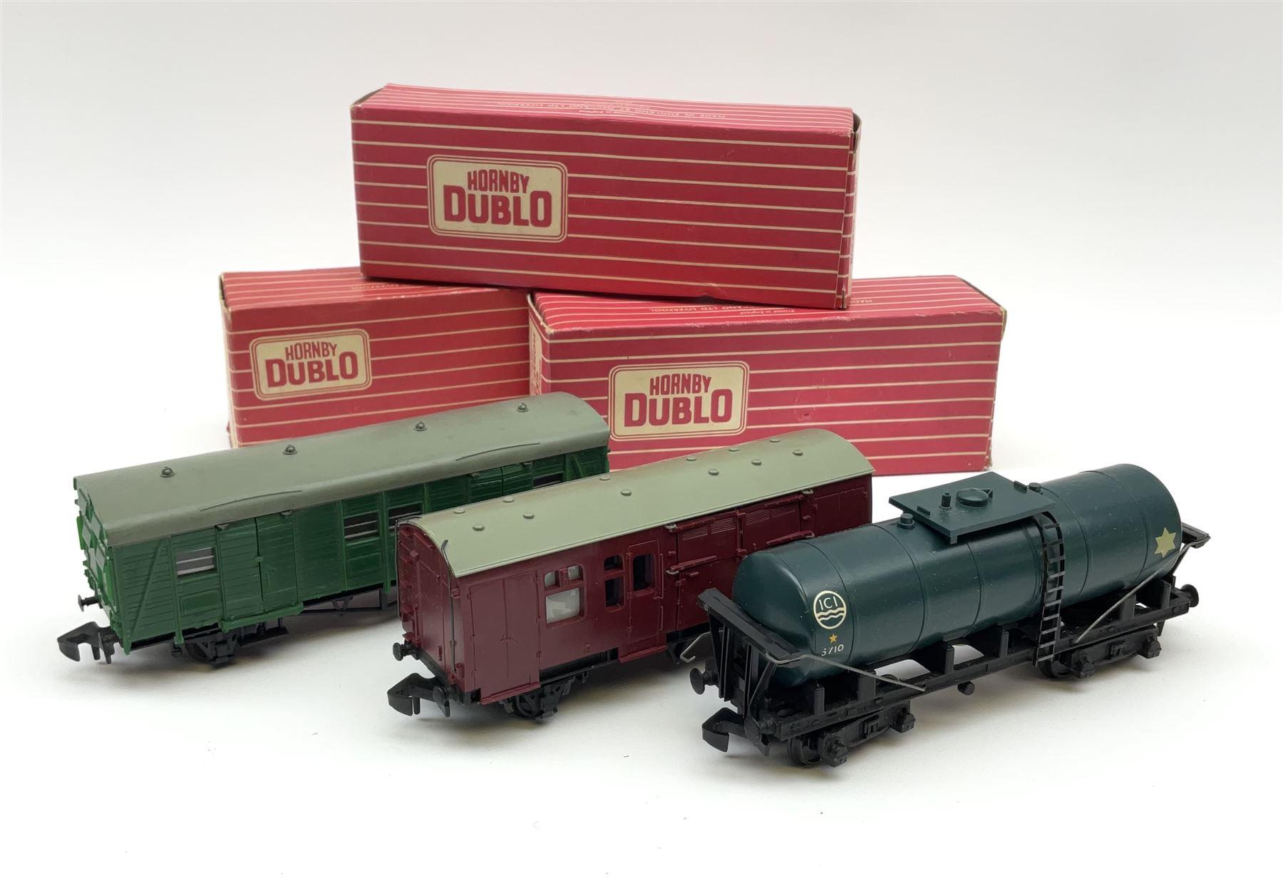 Hornby Dublo - 4685 Caustic Liquor Bogie Wagon; 4315 Horse Box with horse; and 4323 S.R. 4-Wheeled U